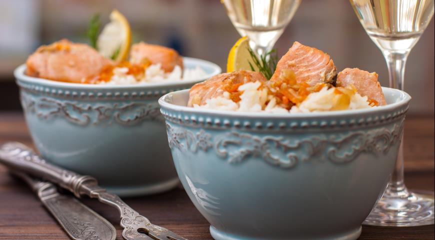 Рецепт Тушеный лосось с морковью, пореем, соевым соусом и рисом басмати