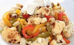 Салат из цветной капусты и печеного перца с грецкими орехами, салат