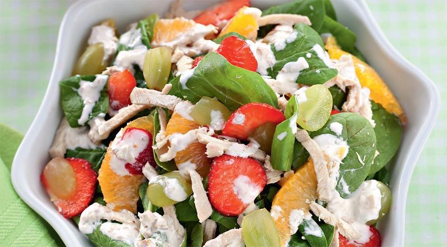 Рецепт Фруктовый салат со шпинатом и мясом цыпленка