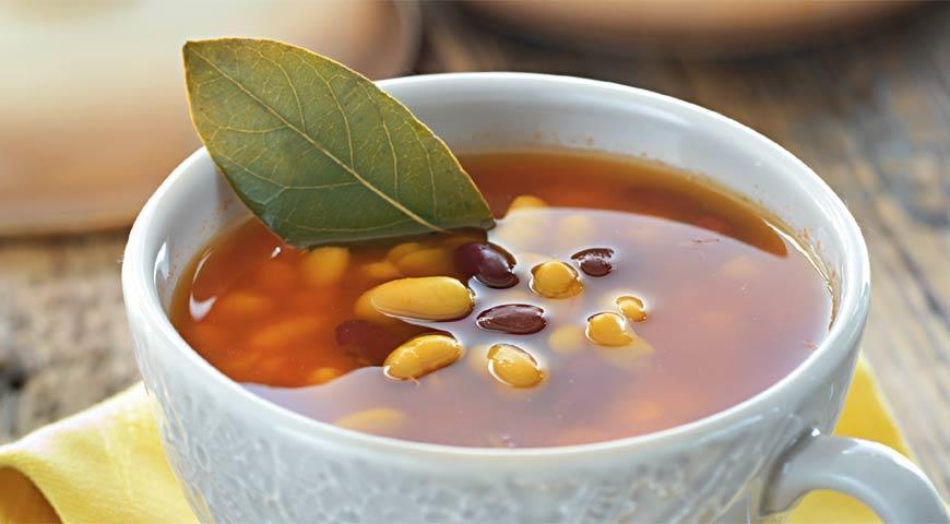 Рецепт Сборный суп из бобовых с чесноком и помидорами