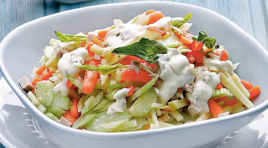 Рецепт Салат из сельдерея с морковкой и мясной заправкой