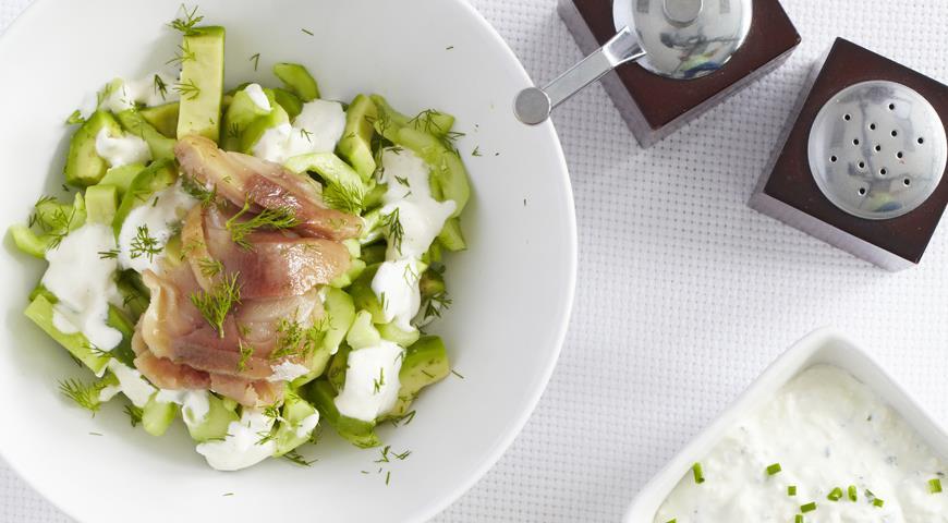 Рецепт Салат из авокадо и копченой рыбы