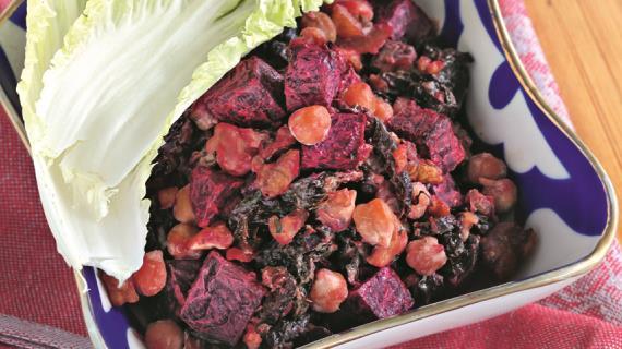 Салат из нута со свеклой и черносливом