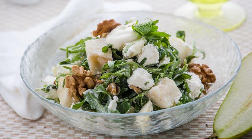 Рецепт Салат с грушей, творогом и грецкими орехами
