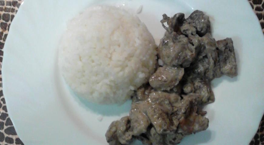 Рецепт Куриные желудки с лесными грибами в сливочном соусе