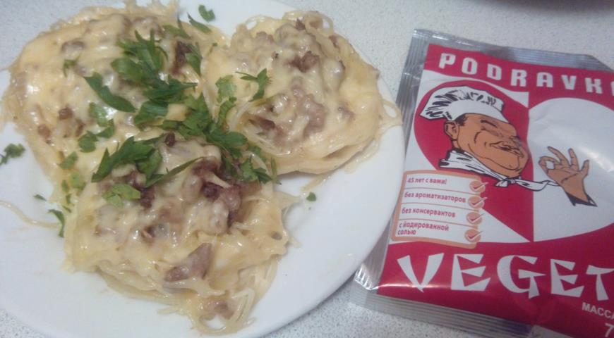 Рецепт Гнезда с фаршем, грибами и сыром