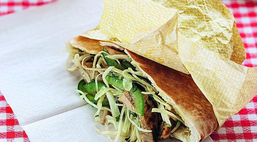 Рецепт Пита с мясом и капустным салатом