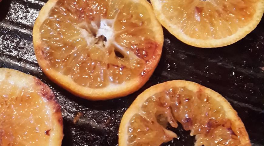 Салат с курицей, мандаринами и сырными чипсами. Шаг 5