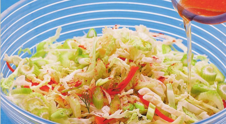 Рецепт Салат из капусты с горчицей, хреном и табаско