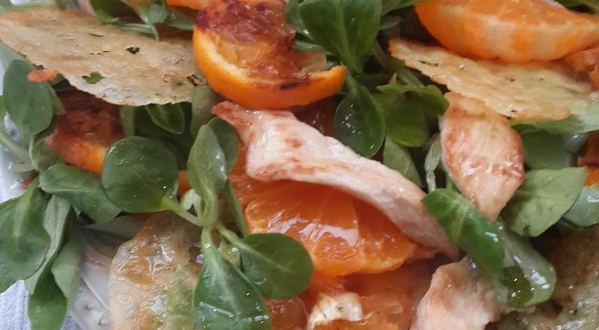 Салат с курицей, мандаринами и сырными чипсами. Шаг 7