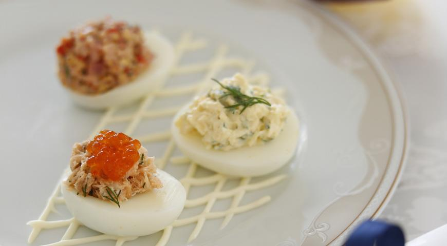 Рецепт Фаршированные яйца с тремя начинками