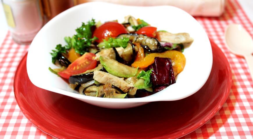 Рецепт Салат с курицей и овощами гриль
