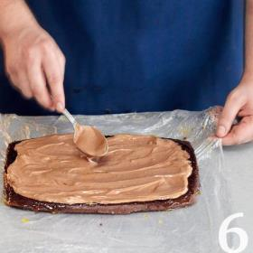 Фото приготовления рецепта: Шоколадное полено от Пьера Эрме, шаг №6