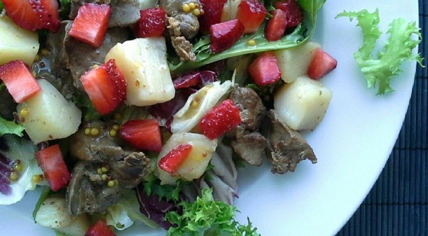 Рецепт Теплый салат с куриной печенью и морскими гребешками