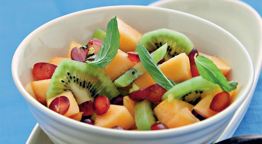 Рецепт Фруктовый салат с имбирем, чили и мятным сиропом