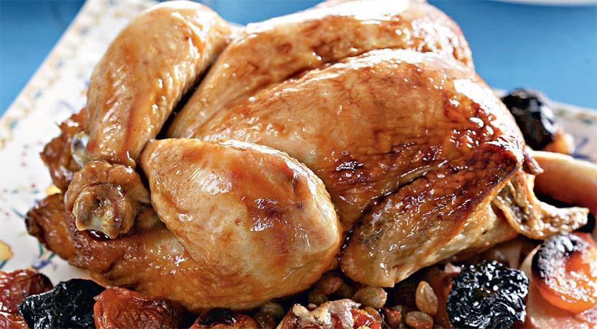 Курица, запеченная с сухофруктами