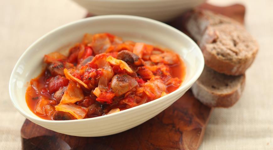 Рецепт Капуста с грибами и помидорами
