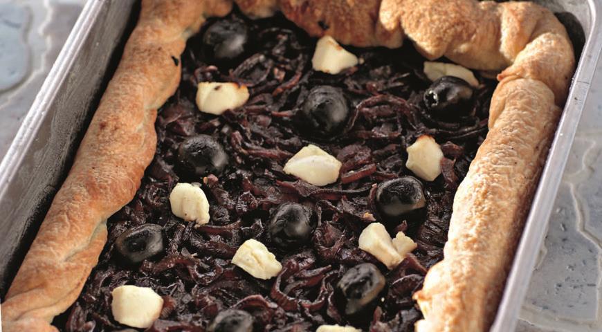 Рецепт Пирог с красным луком и козьим сыром