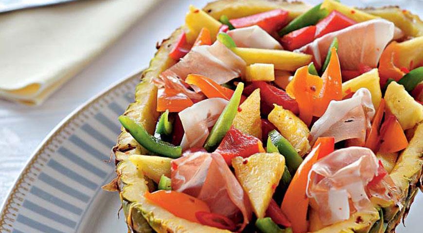 Рецепт Салат из перцев в ананасе
