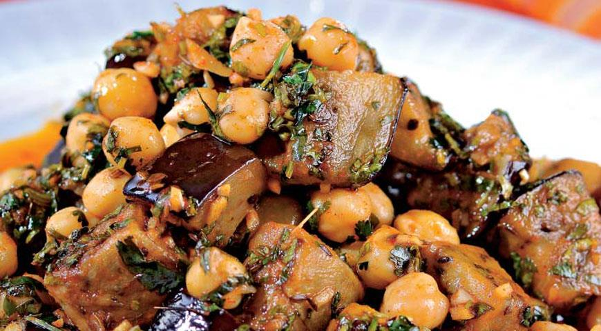 Рецепт Пикантный салат из баклажанов и нута
