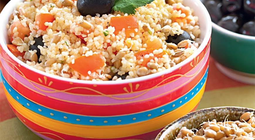 Рецепт Кускус с пророщенной пшеницей, помидорами и маслинами