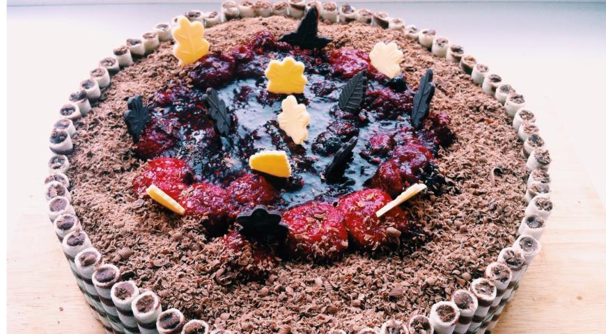 Бисквитный ягодно-творожный торт