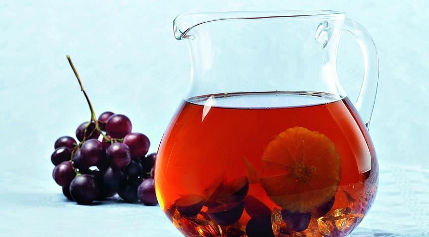 Рецепт Быстрый компот из винограда, апельсина и зеленого чая