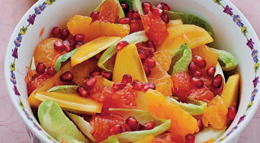 Рецепт Зимний фруктовый салат с гранатами и горчичным соусом