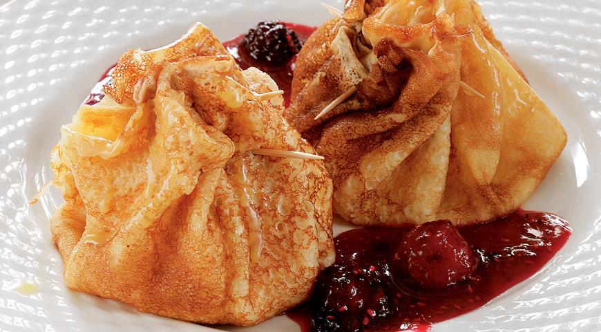 Рецепт Итальянские блинчики с маскарпоне и ягодным соусом