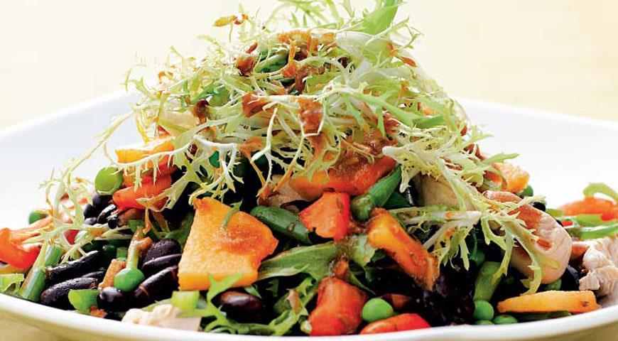 Рецепт Салат из индейки и черной фасоли с заправкой из кинзы