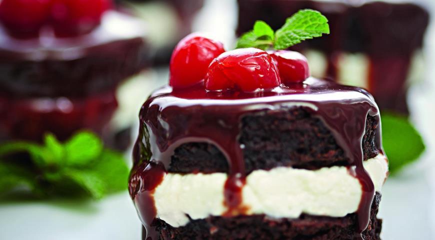 Рецепт Шоколадные пирожные с вишней