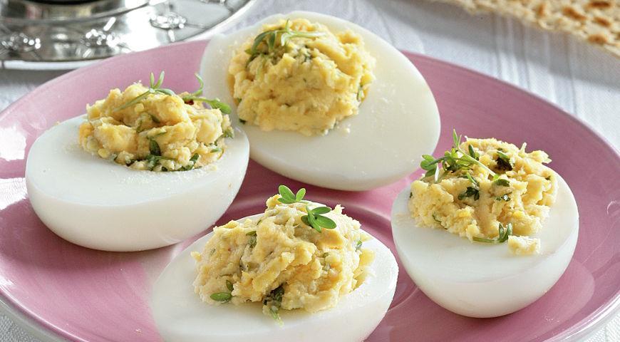 Рецепт Фаршированные яйца с хреном