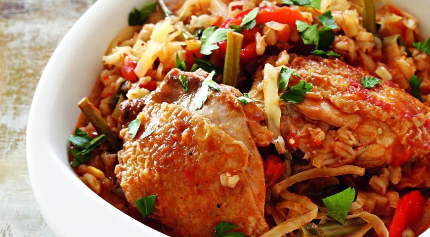 Рецепт Тушеная курица с перловой крупой