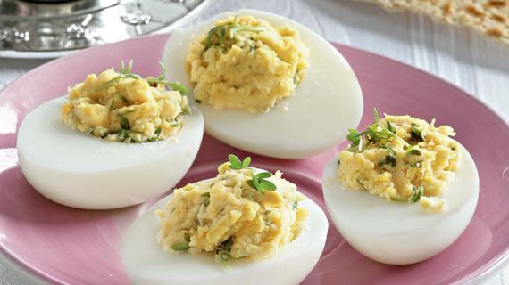 Простые фаршированные яйца