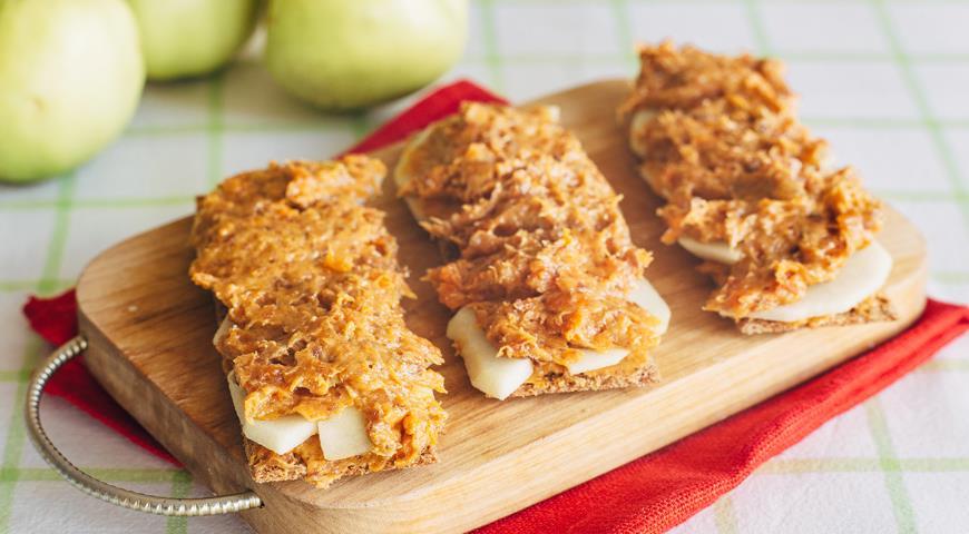 Рецепт Хлебцы с пастой из сухофруктов и меда