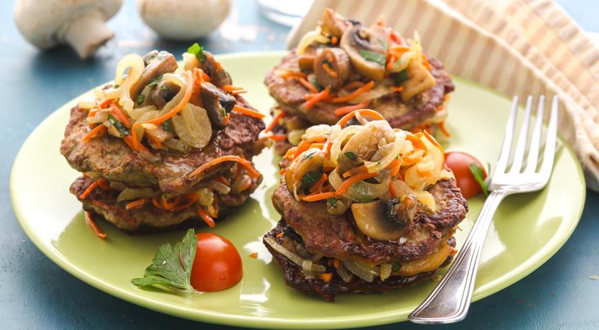 Рецепт Печеночные оладьи с грибами, луком и морковью