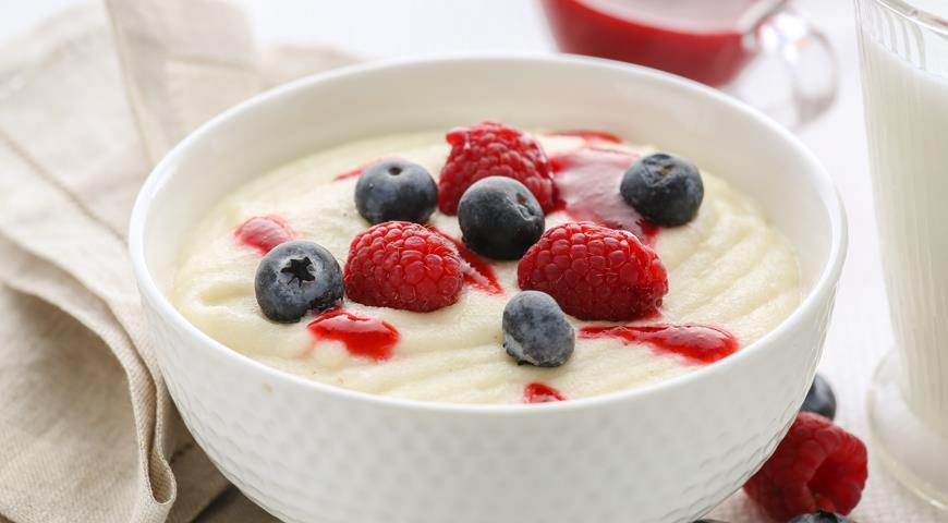 Рецепт Детская манная каша с ягодами