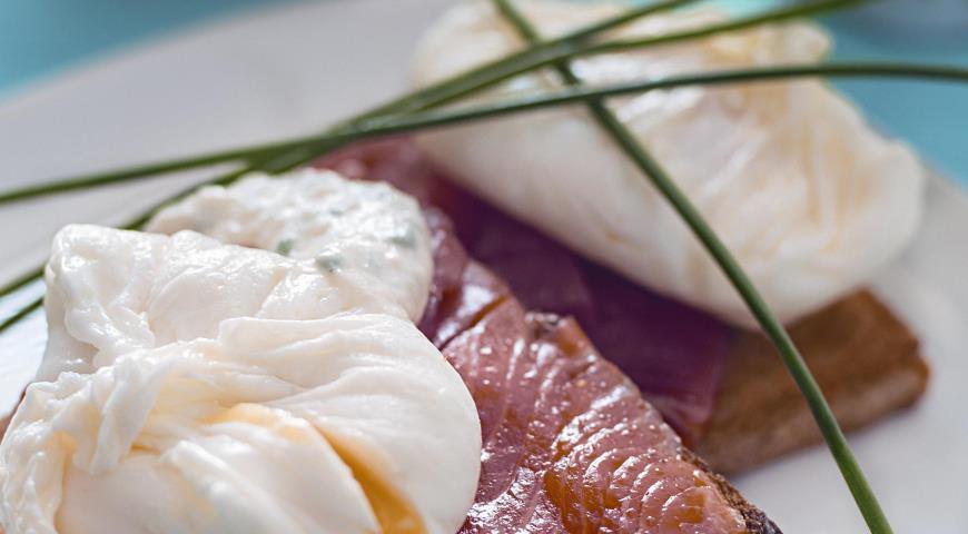 Рецепт Тосты с лосоcем и яйцом-пашот
