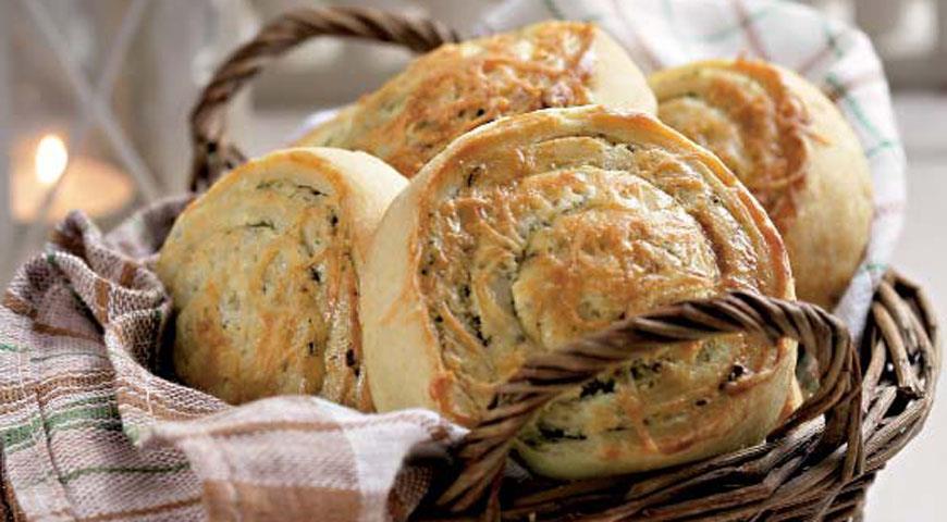 Рецепт Плюшки с овечьей брынзой и чесноком
