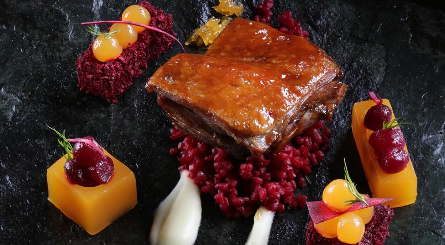 Рецепт Утка со свекольным булгуром и мандаринами от Адриана Кетгласа