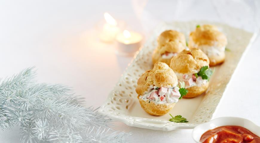 Рецепт Профитроли с сырным кремом и колбасой
