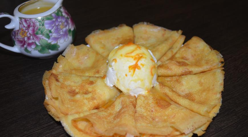 Рецепт Апельсиновые блинчики с апельсиновым соусом и домашним мороженым