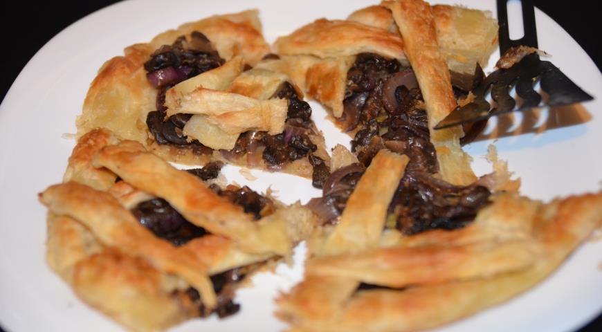 Рецепт Пирог из слоеного теста с шампиньонами