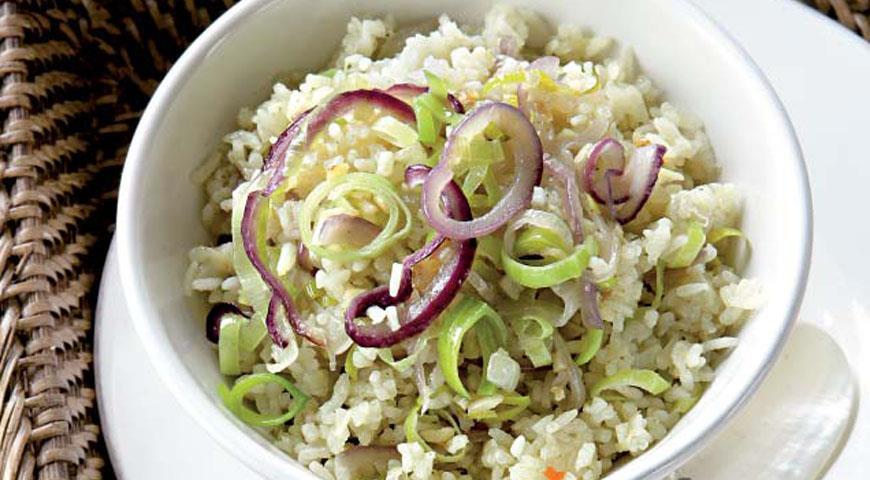 Рецепт Нази горенг, пряный рис с луком и чесноком