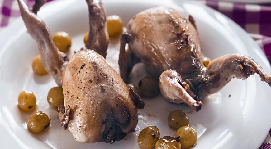 Рецепт Перепелки с грибами и виноградом