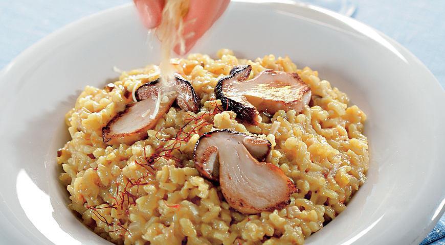 Рецепт Ризотто с сушеными белыми грибами и шафраном
