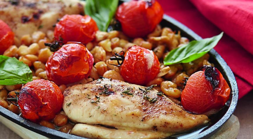 Рецепт Куриное филе с помидорами и фасолью
