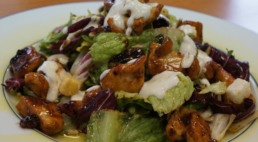 Рецепт Куриный салат со сладким соусом чили