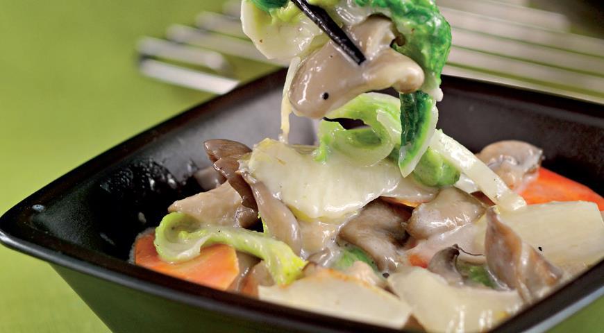 Рецепт Китайская капуста под молочным соусом с вешенками