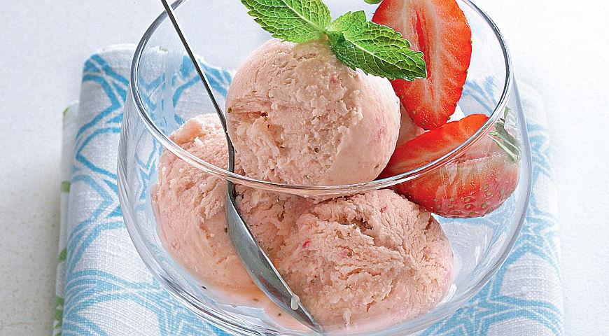 Простое мороженое с клубникой, пошаговый рецепт с фото